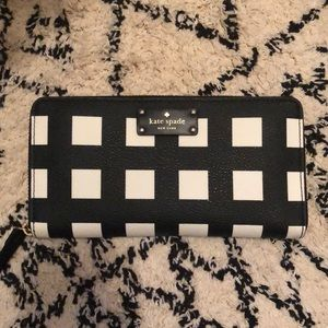 Like New Kate Spade Checkered Wallet